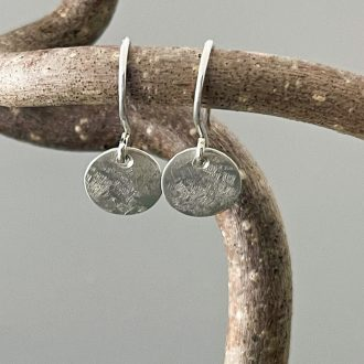 1543_IMG_0160_argentium_silver_earrings_handforged_wires_kathleen_barris_jewelry